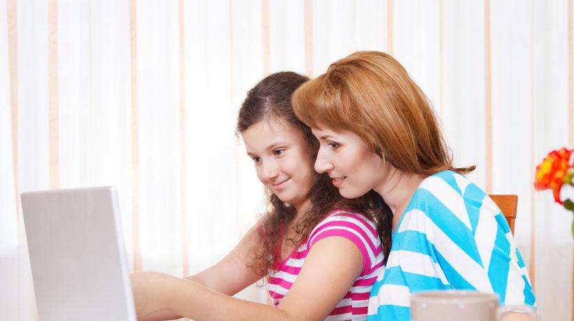 dieťa - počítač - matka - zábava