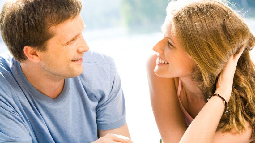 rande, muž a žena, príroda, smiech, flirt