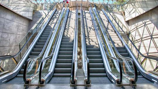 eskalátor, pohyblivé schody
