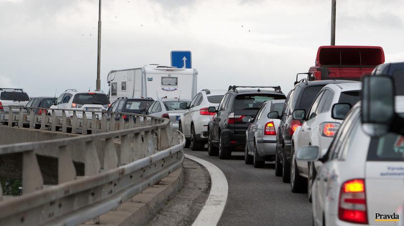 most Lafrankony, kolóny, doprava, autá