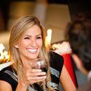 alkohol - žena pije -