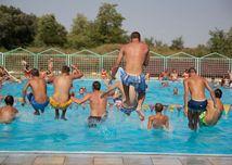 podhajska, kupalisko, voda, bazén, barát, horúčavy, teplo, leto, skok, skakanie