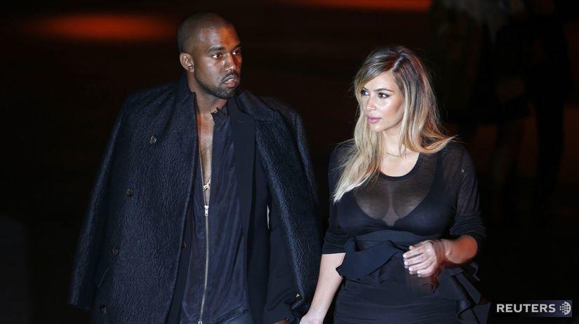 Hudobník Kanye West a jeho partnerka Kim...