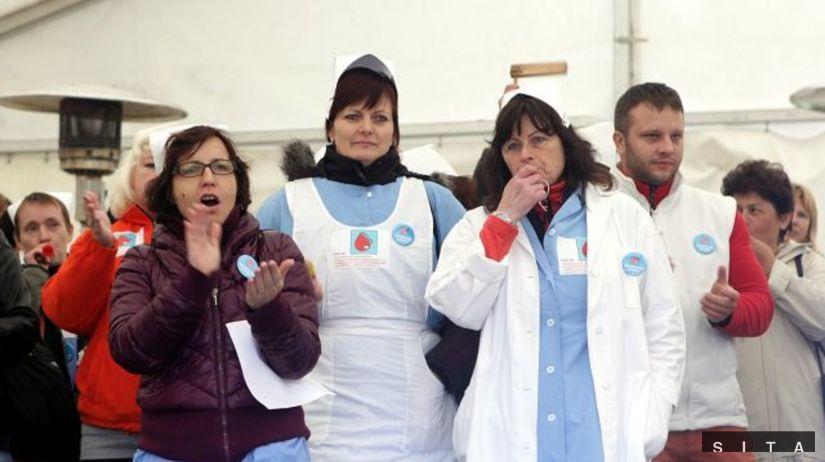 protest sestier pred uradom vlady, stanove...