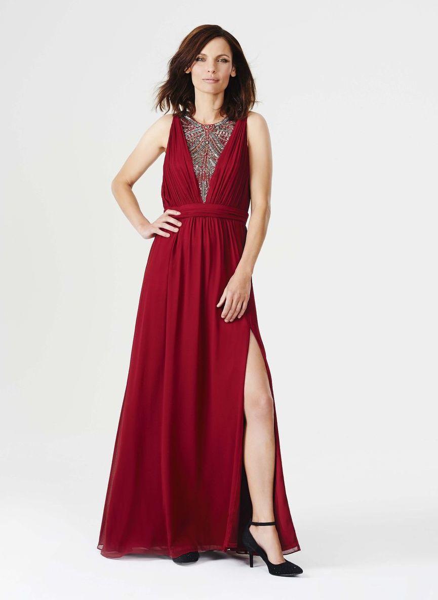 d8b7c76dd563 Rubínové šaty s jemným riasením a výraznou.