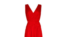 9924eab5babd +15 Červené šaty so zvýrazneným pásom a výstrihom.
