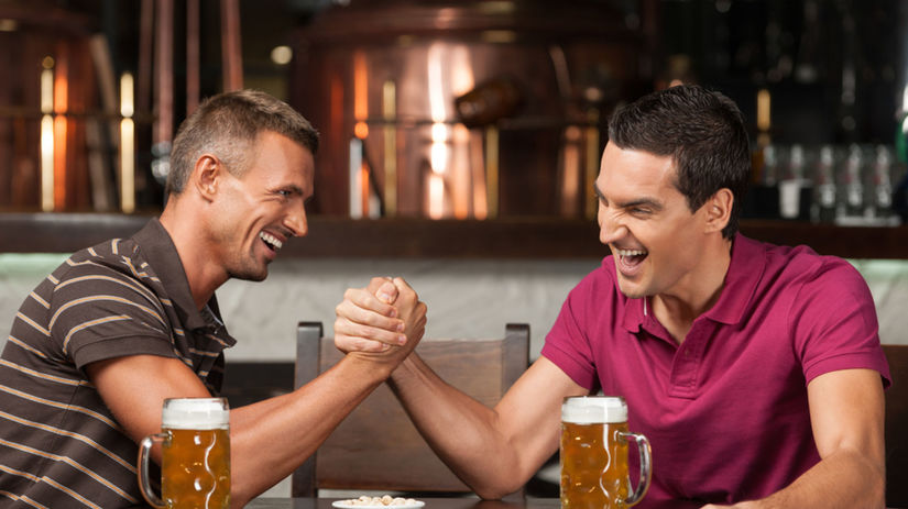 muži, bar, kamaráti