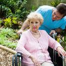 Alzheimerova choroba, staroba, demencia, invalidný vozík