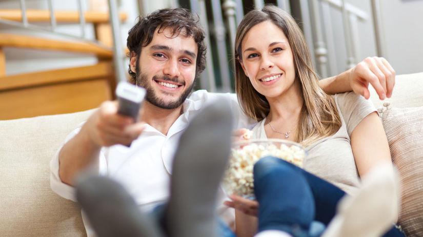 láska, vzťah, romantika, sledovanie televízie