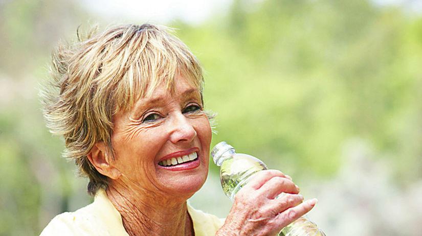 nápoj, pitný režim, stará žena, staroba