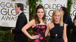 Moderátorky slávnostného večera Tina Fey (vľavo) a Amy Poehler.