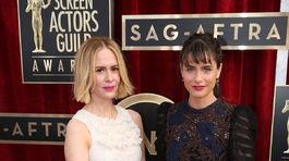 Herečky Sarah Paulson (vľavo) a Amanda Peet.