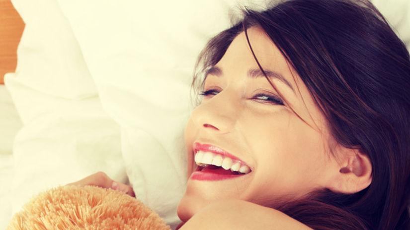 osamelá žena, single žena, žena v posteli
