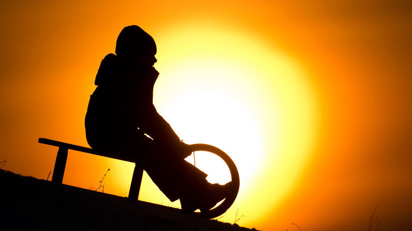 Hannover, západ slnka, sane, silueta