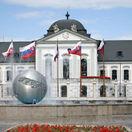 Prezidentský palác, leto, fontána, kvety