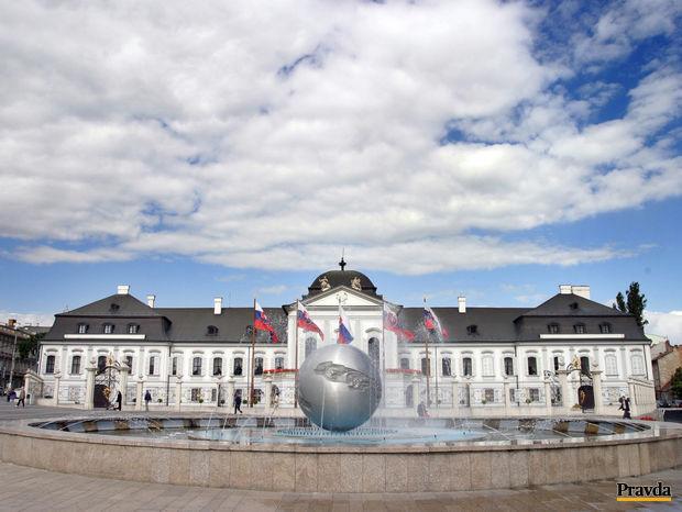 Prezidentský palác, leto, fontána, obloha