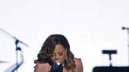 d7ed5b946d5 Mariah Carey šokovala dekoltom. Toľko z poprsia ešte neodhalila