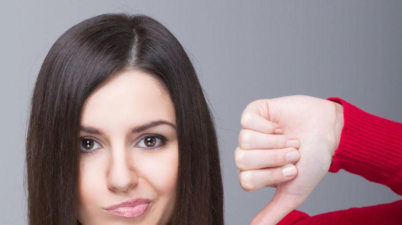nešťastná žena, palec dole