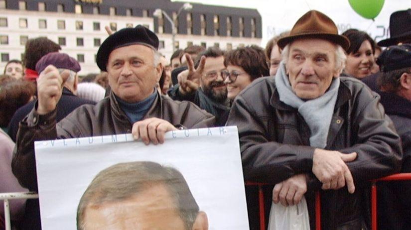 demonštranti, Vladimír Mečiar, plagát,...