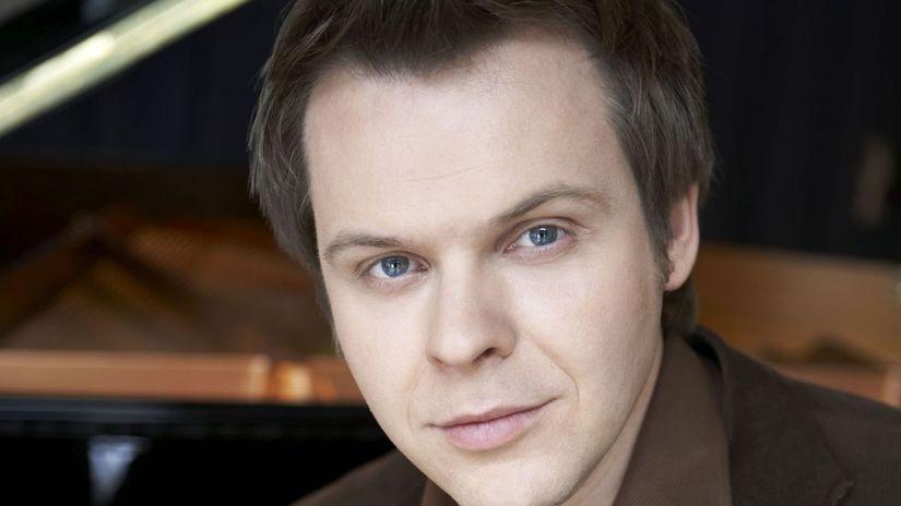 Nemecký klavirista Hinrich Alpers