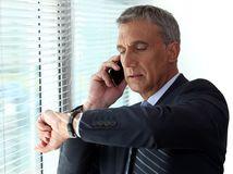 advokát, telefonovanie, hodinky