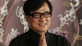 Filmová legenda Jackie Chan máva fotografom a fanúšikom.