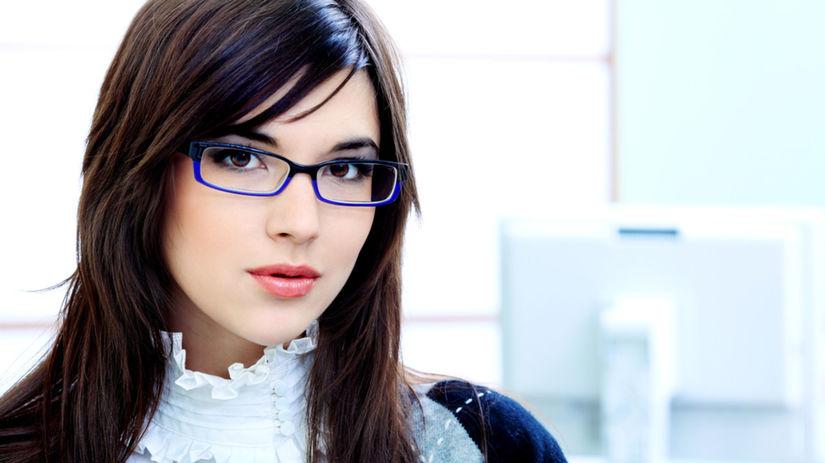 Líčenie očí, ak nosíte dioptrické okuliare, by...
