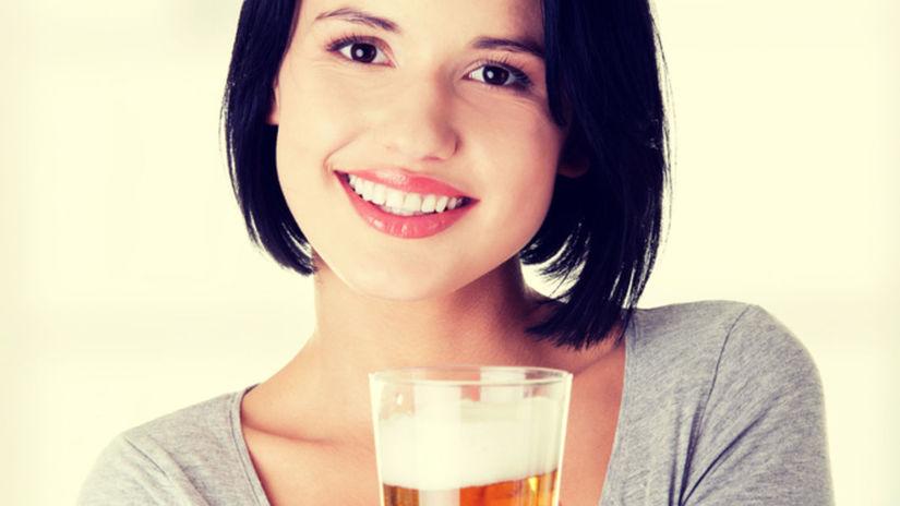 žena s pivom, pivo, krígel