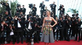 Česká topmodelka Eva Herzigová v kreácii Dolce & Gabbana.
