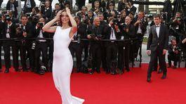 Modelka Barbara Palvin prišla na premiéru filmu The Search.