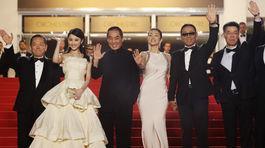 Zhang Huiwen, režisér Zhang Yimou , herečka Gong Li a herec Chen Daoming