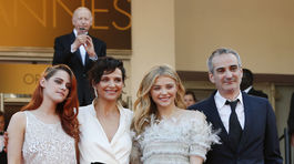 Kristen Stewart, Juliette Binoche,  Chloe Grace Moretz a režisér Olivier Assayas