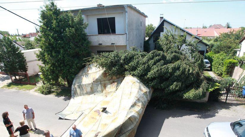 spadnutá strecha, Malacky, víchrica