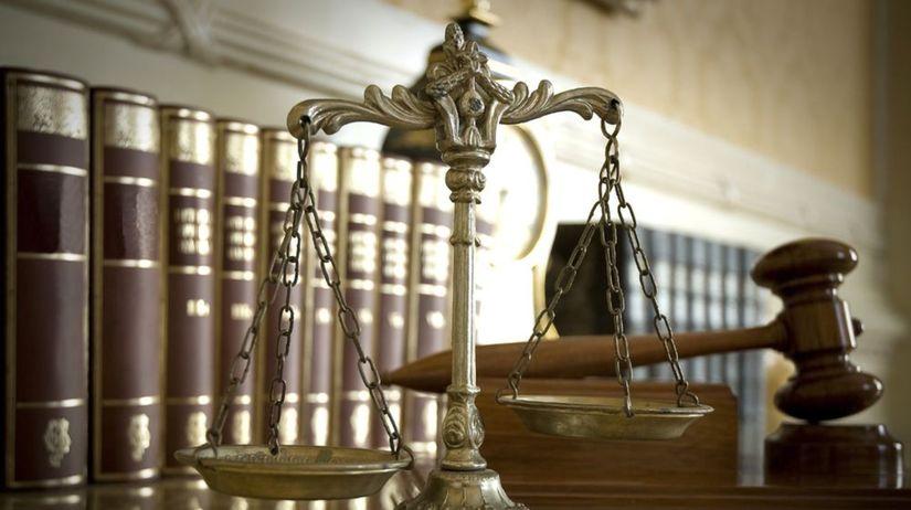 súd, pojednávanie, kladivko, sudca, advokát,...