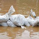 záplava, potopa, záplavy, povodeň, povodne, voda, vrecia, piesok, vrecia s pieskom, zábrany