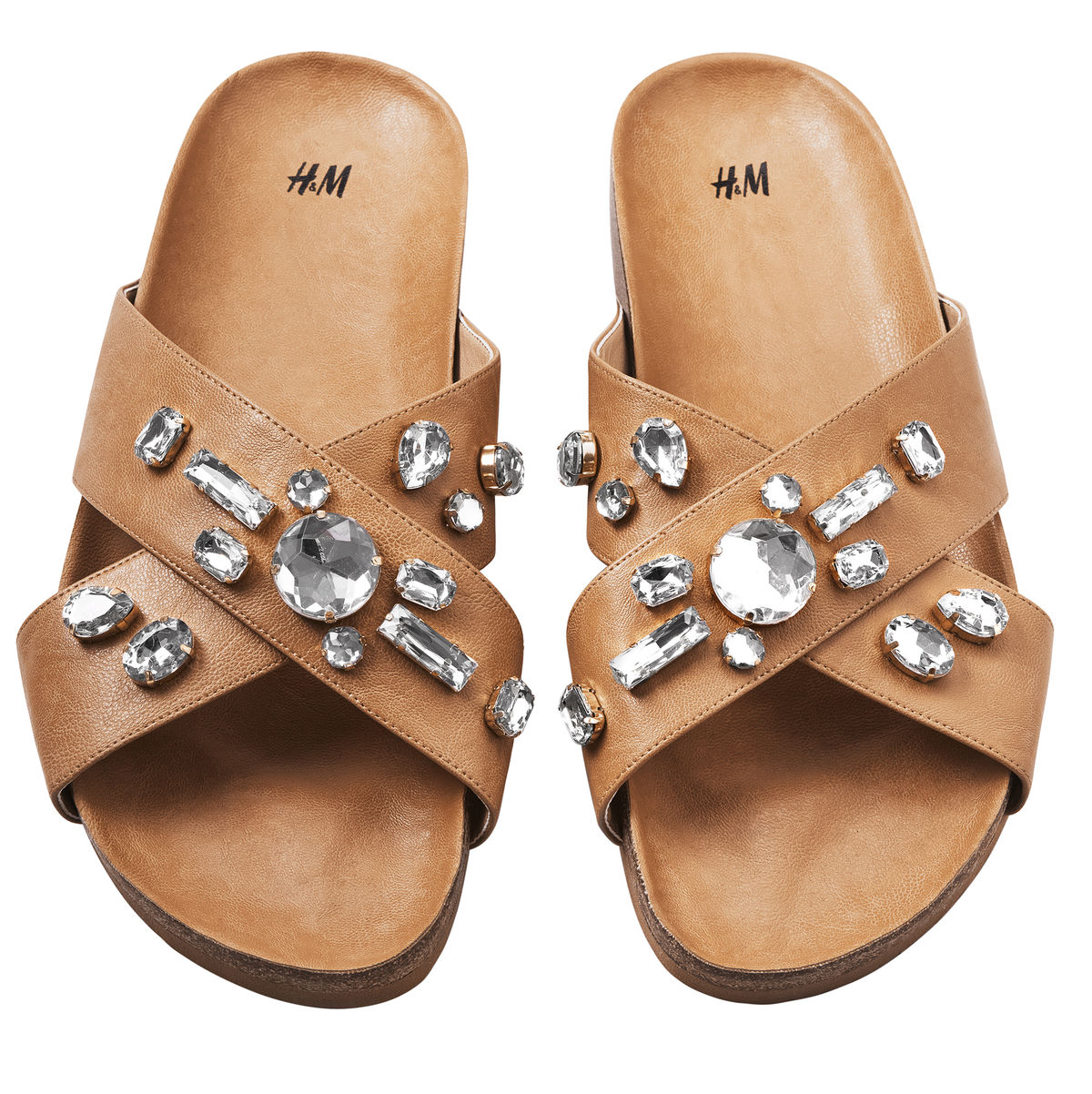 101a3042d318c Aj taká jednoduchá obuv ako sú šľapky môže byť výrazne zdobené - napríklad  flitrami a lesklými