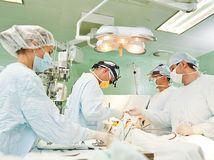 lekári, kĺb, transplantácia, operácia,