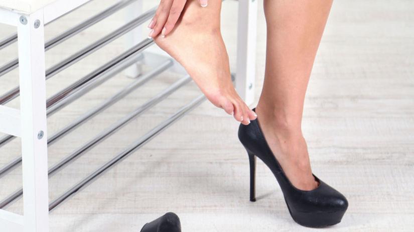 Otlaky a boľavé nohy z nových topánok nie sú...