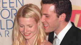 Ben Affleck a jeho nežnosti s vtedajšou priateľkou Gwyneth Paltrow.