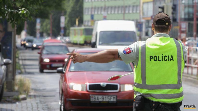 polícia, šofér