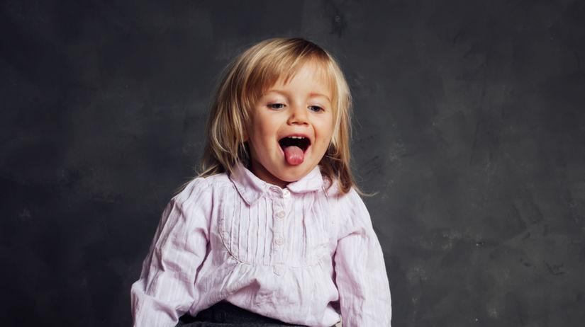 dieťa, vyplazený jazyk