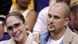 Rok 2002: Speváčka Jennifer Lopez a jej druhý manžel Cris Judd.