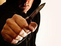 nôž, agresia