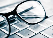 okuliare, počítač, klávesnica, krátkozrakosť, myopia, ďalekozrakosť, očná chyba, únava