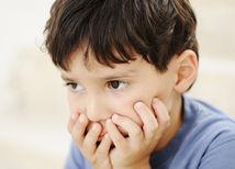 autizmus, chlapec, dieťa, smútok,