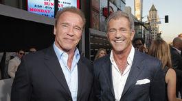 Arnold Schwarzenegger (vľavo) a jeho kolega Mel Gibson.
