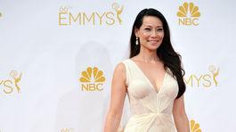 Lucy Liu v róbe od Zaca Posena.