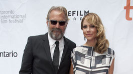 """2014 TIFF - """"Black And White"""" Herec Kevin Costner a jeho manželka Christine Baumgartner."""