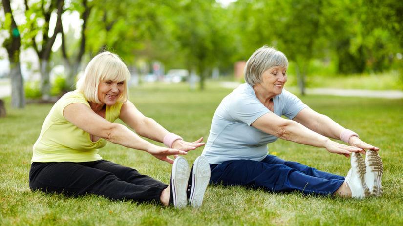 prechod, cvičiace ženy, stará žena