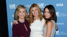 Trio herečiek - zľava: Jane Fonda, Connie Britton a Abigail Spencer.